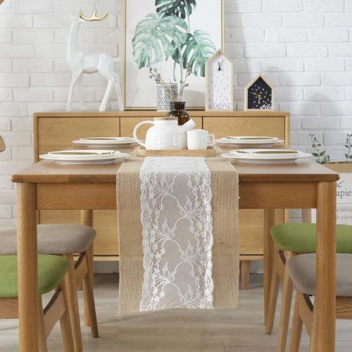 idea decorativa con camino de mesa arpillera y encaje blanco