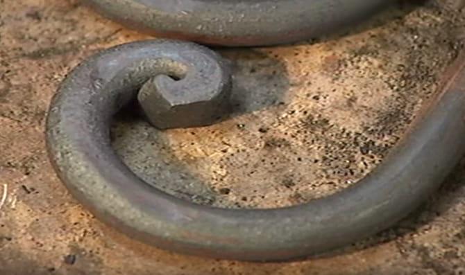 Punta de garbancillo: Acabado artístico del hierro forjado, decoraciones que se encuentran en algunas mesas de hierro forjado