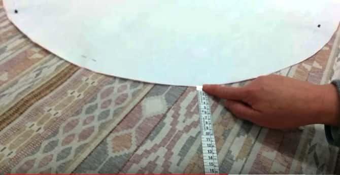 15 - Colocar la cinta metrica para medir la caida de la falda de mesa camilla