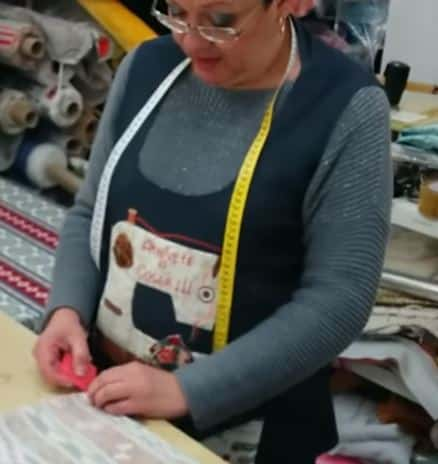 08 - marcando el centro de la tepa para confecionar una falda para mesa camilla ovalada
