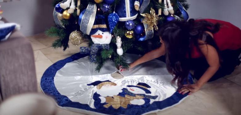 Paso 6 - poner la base o pie de árbol para navidad.