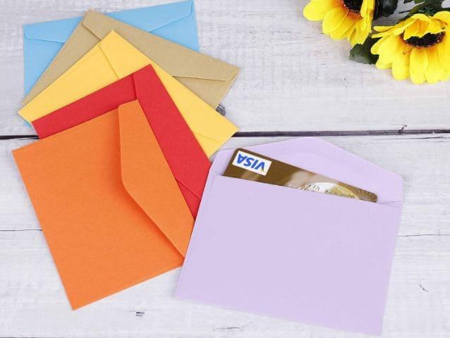 Sobres de colorines ideales para incluirlos en los álbumes de scrapbooking.