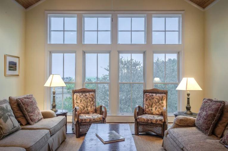 Truco para decorar la casa siguiendo líneas simétricas con los muebles.