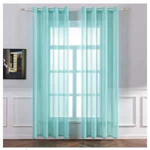 Visillos de color turquesa para embellecer dormitorios y salones.