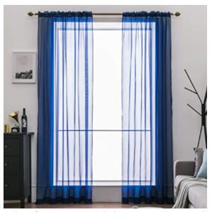 visillos azules para embellecer habitaciones.