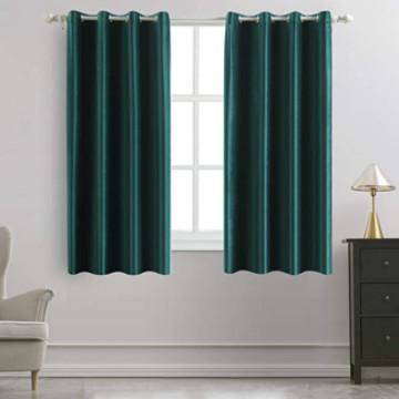 cortina corta de terciopelo verde.