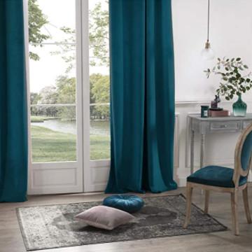 cortinas de terciopelo azul pavo real.