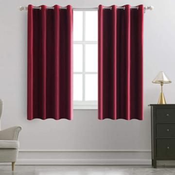 cortina de terciopelo corta para ventanas de dormitorio.