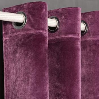 cortina larga de terciopelo para salón de color morado.