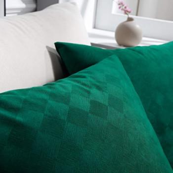Cojines de terciopelo verde con diseño de rombos.