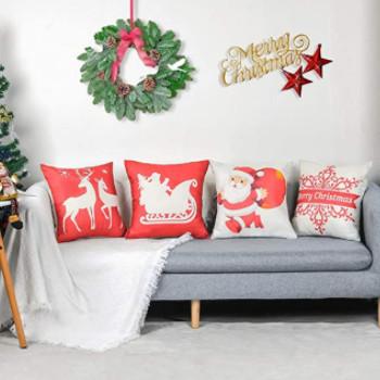 imagen de un sofá decorado con cojines de navidad bonitos