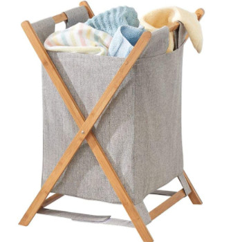 Un cesto de la ropa sucia plegable realmente bonito.